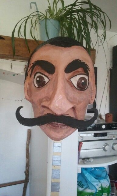 Dali-moustache
