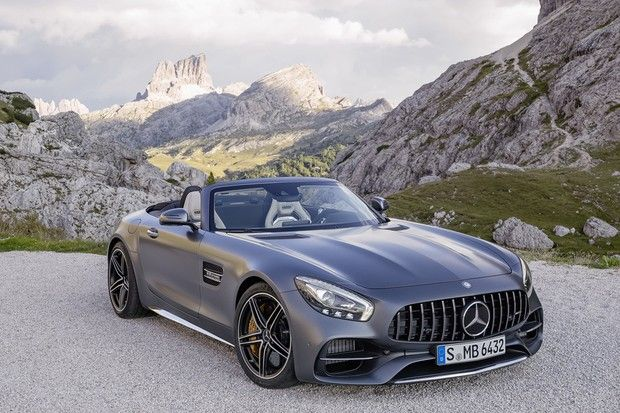 Conversível conta com motor V8 4.0 de 557 cv de potênciaA Mercedes-Benz está aumentando seu portfólio de superesportivos no Brasil, iniciando as vendas do Mercedes-AMG GT C Roadster e do recém-lançado …