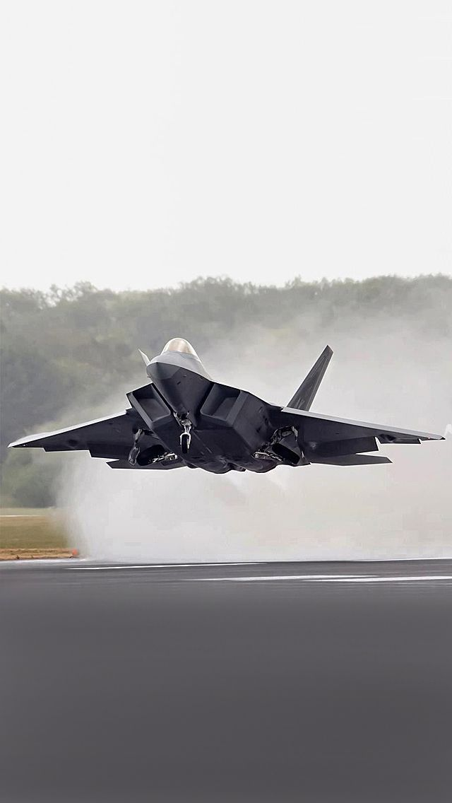 F-22 Raptor See more United States #military #aviation pics www.fabuloussavers.com/wusair.shtml