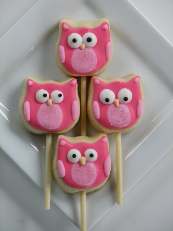 @Kelly Peithmann Nora would love owls like these....I'm thinking sugar cookies, we could even change up the colors!