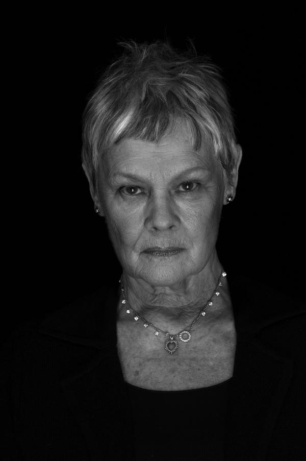 "Judith Olivia ""Judi"" Dench Født: 9. december 1934 (79 år), Heworth, Storbritannien. Female actress, lines of life, face, intense eyes, beauty, celeb, famous, portrait, photo b/w."