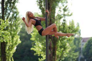Sporty Top Girls - (2 sec per girl)