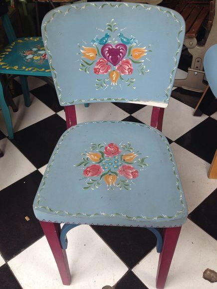 Cadeira com pintura Bauernmalerei