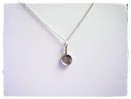 Frying pan necklace. Reminds me of Tangled