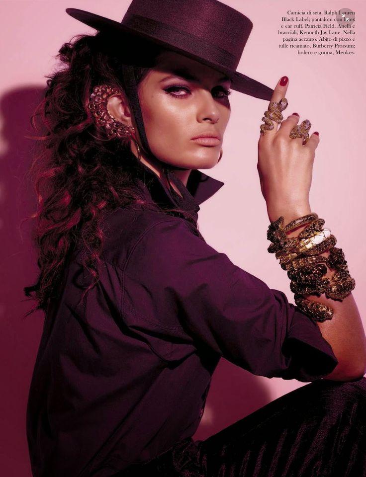 Fuerza, Duende, Pasion e Amor são as chamadas de capa da Vogue Itália Agosto 2014. A supermodelo brasileira Isabeli Fontana encarna uma espanhola apaixonada e dança ao ritmo de musica flamenca e castanholas, ao lado ...
