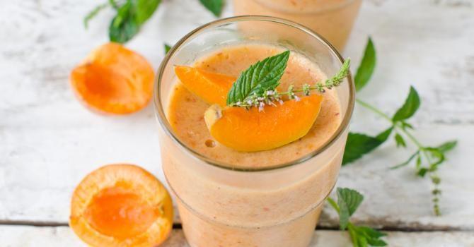 Recette de Smoothie à l'abricot et jus d'orange. Facile et rapide à réaliser, goûteuse et diététique. Ingrédients, préparation et recettes associées.