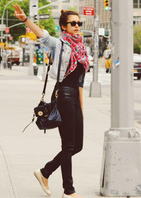 Cooles Outfit zum Einkaufen, sehr unkompliziert. Ich muss allerdings einen langen Schal tragen, um meinen Bauch zu verdecken. (Der schwarz-weiße Wellenschal ist gut.)
