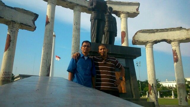 Surabaya tugu pahlawan