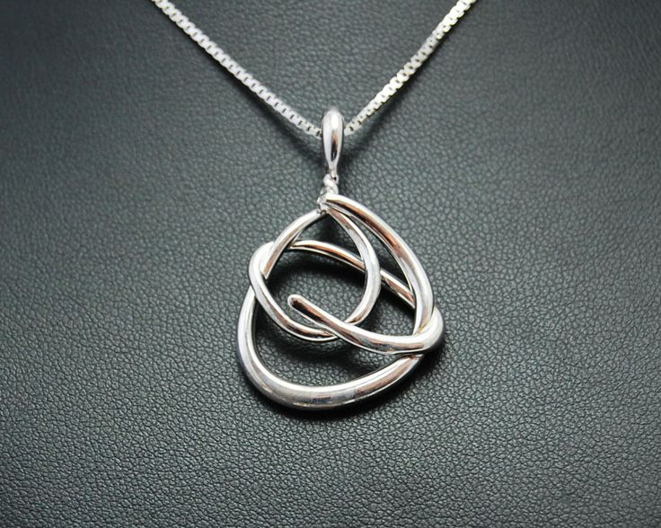 Necklace with pendant that draws a hug. Made in electroformed copper, silver plating and rhodium.