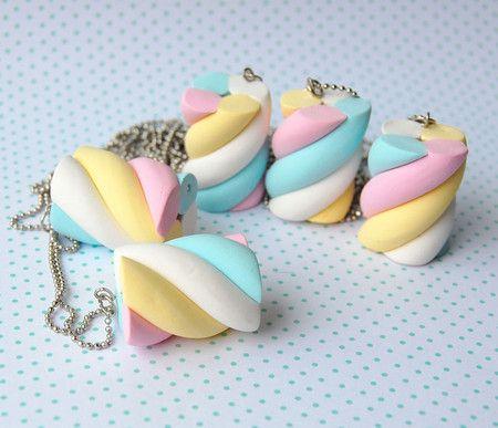Absurdamente louca por esse colar, porém preço + frete sempre me fazem desistir. colar mega marshmallow - pokkuru - doceria de bijoux