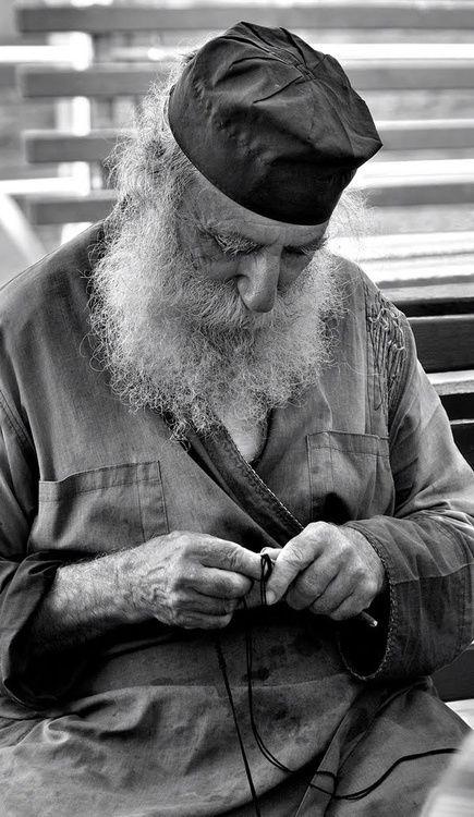orthodox monk making a prayer rope + + + Κύριε Ἰησοῦ Χριστέ, Υἱὲ τοῦ Θεοῦ, ἐλέησόν με + + + The Eastern Orthodox Facebook: https://www.facebook.com/TheEasternOrthodox Pinterest The Eastern Orthodox: http://www.pinterest.com/easternorthodox/ Pinterest The Eastern Orthodox Saints: http://www.pinterest.com/easternorthodo2/