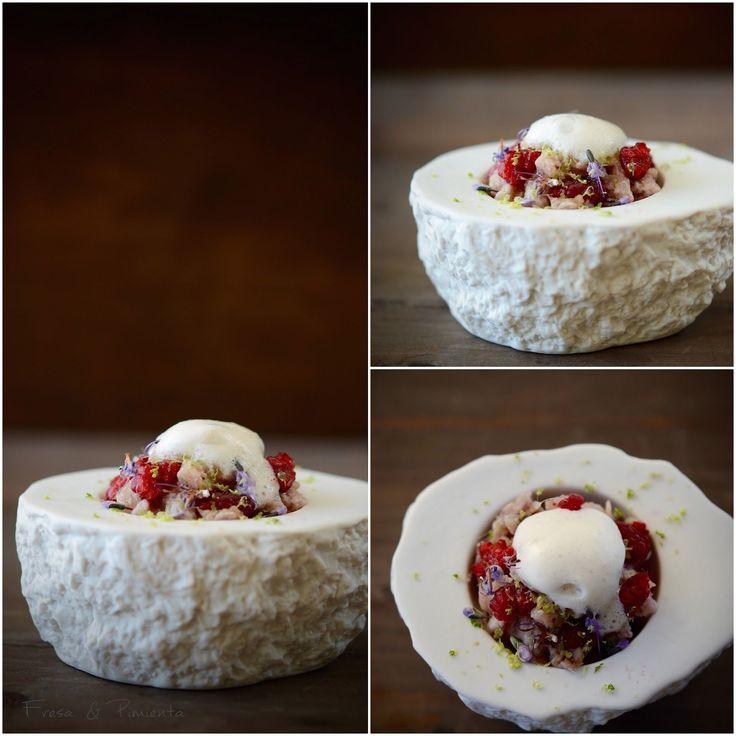 Tartar de sardinas y frambuesas marinadas en coco y lima, flores de romero y aire de coco  (by Fresa & Pimienta)