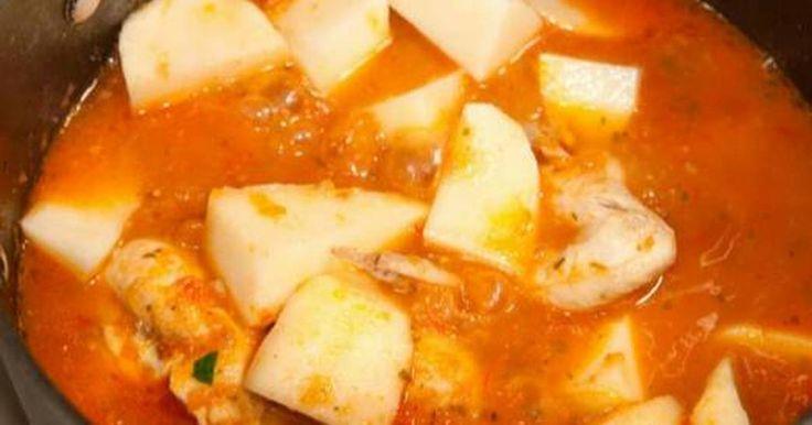 Fabulosa receta para Pollo entomatado con papas. Es fácil y muy rápido de preparar y sobre todo muy rico.