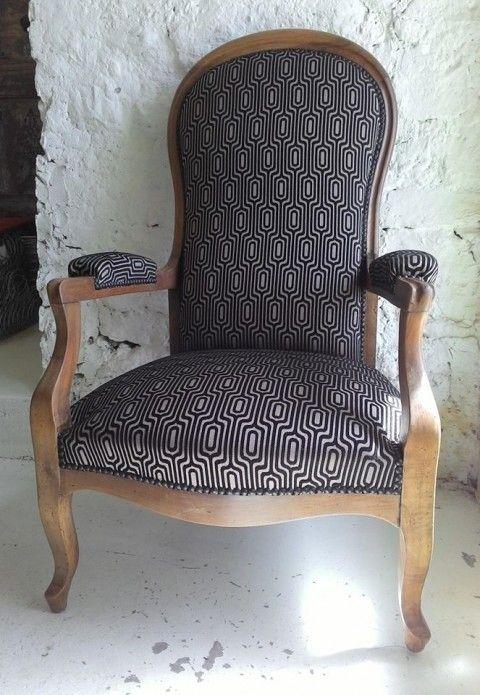 Les 25 meilleures id es de la cat gorie fauteuil voltaire sur pinterest capitonnage - Tissu pour fauteuil voltaire ...