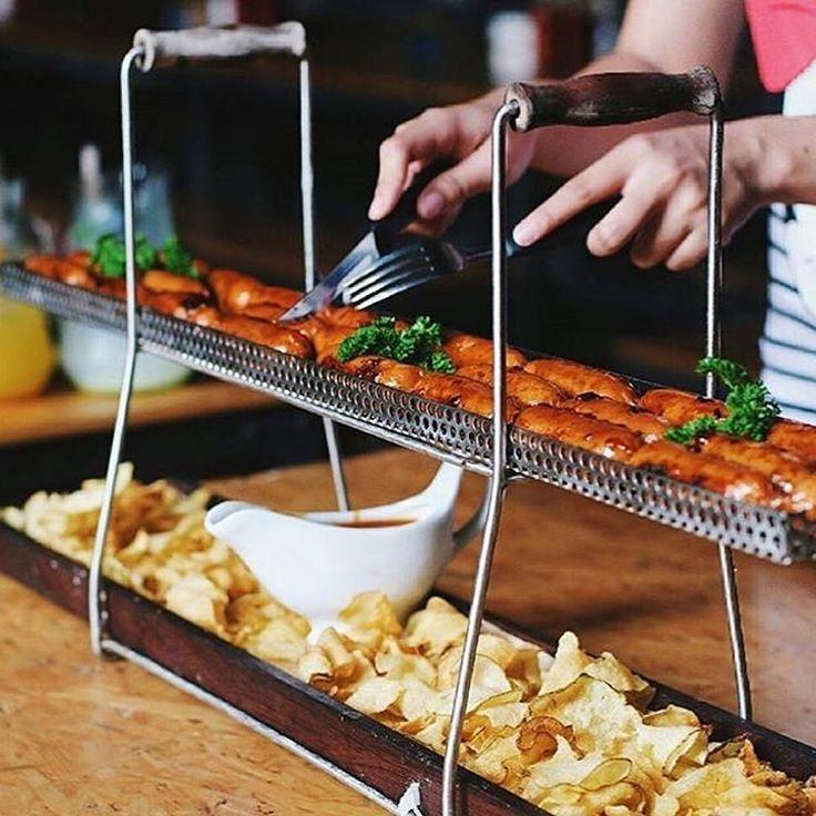 Bikin ngiler nih makanan di @karnivorresto  difoto sama #penggemarkuliner @dunia_kulinerbdg  cek langsung ke Jl. L.R.E Martadinata 127 (Riau) Bandung