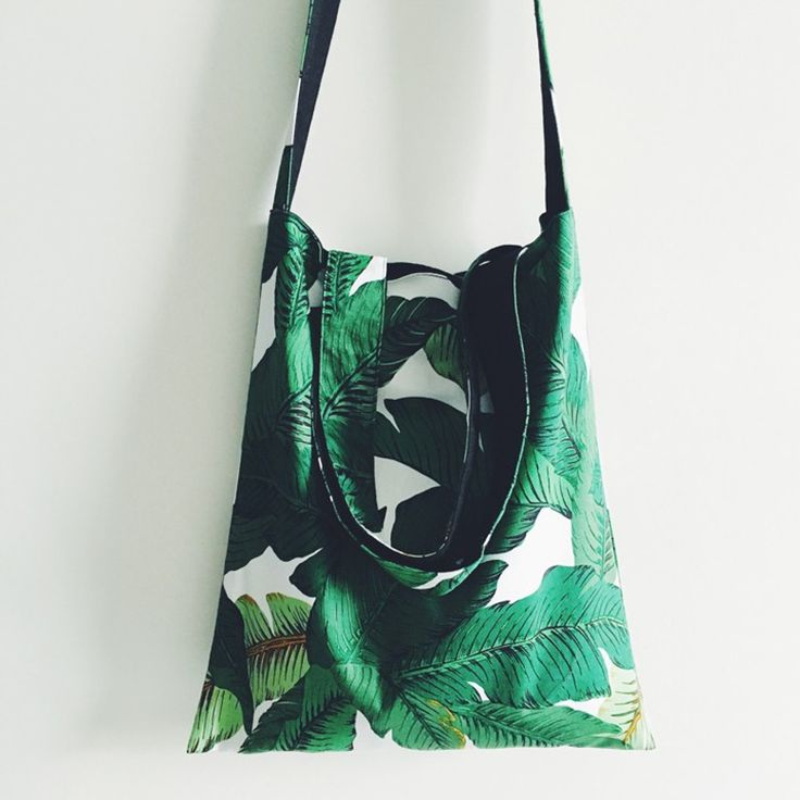 Tropical leaf tote bag