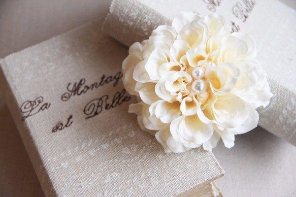 新色!【POPO】 Flower Corsage ダリアミニフラワーコサージュ-ivory-|コサージュ|ハンドメイド通販・販売のCreema
