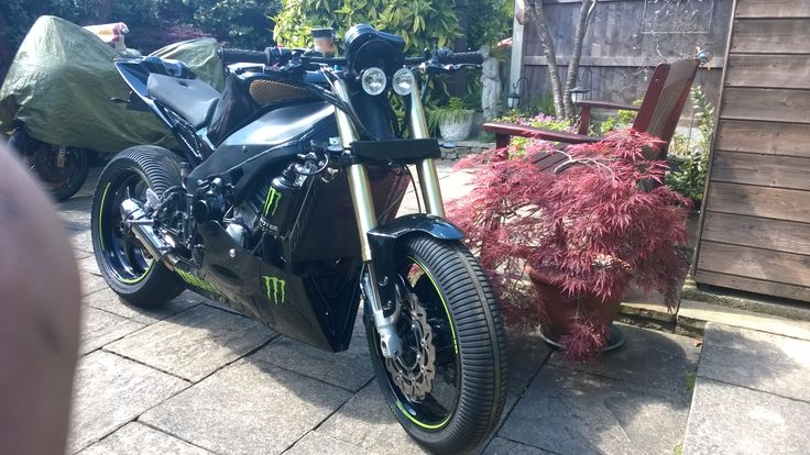 Custom Yamaha r1 for sale uk Bromley.    email me for details dlf221988@gmail.com thanks
