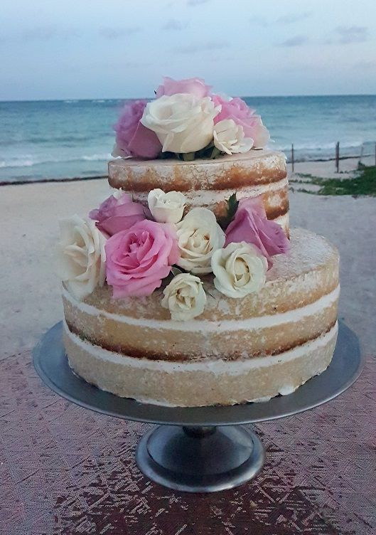 Add natural flowers to your #nakedcake to add the perfect touch of decor. Create the perfect cake for your wedding with us here at Dreams Tulum Resort & Spa! #DestinationWedding #WeddingCake