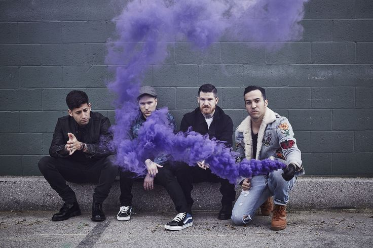 Video: Fall Out Boy - HOLD ME TIGHT OR DON'T
