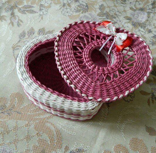 szív Шкатулка сердце, ажурная крышка, плетение из газетных трубочек