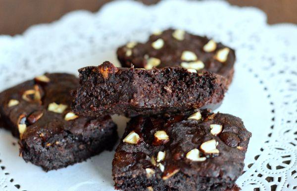 En veldig enkel oppskrift på en crunchy og saftige brownies (Bakekona)