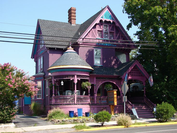 I have fallen in love with this purple house...