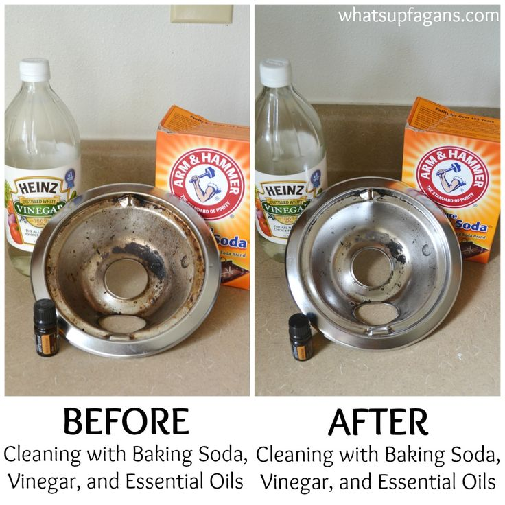 Great tutorial on how to clean your burner drip pan with baking soda, vinegar, and essential oils! It works! | whatsupfagans.com
