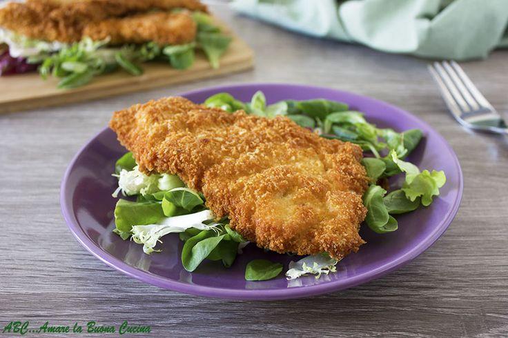 Petto+di+tacchino+fritto+con+doppia+panatura+al+parmigiano