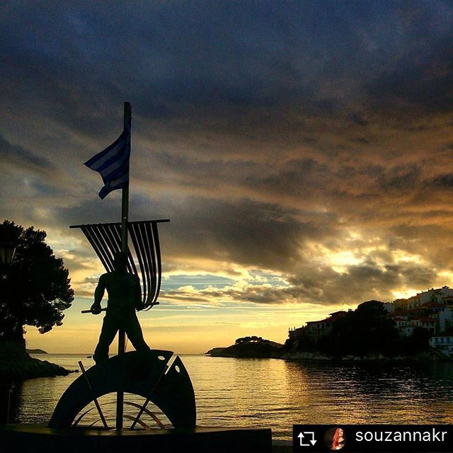Summer nights like this should never end #skathosrepost #greece #sunset #skiathos #skiathostown https://instagram.com/p/BPAfb7qh3lc/