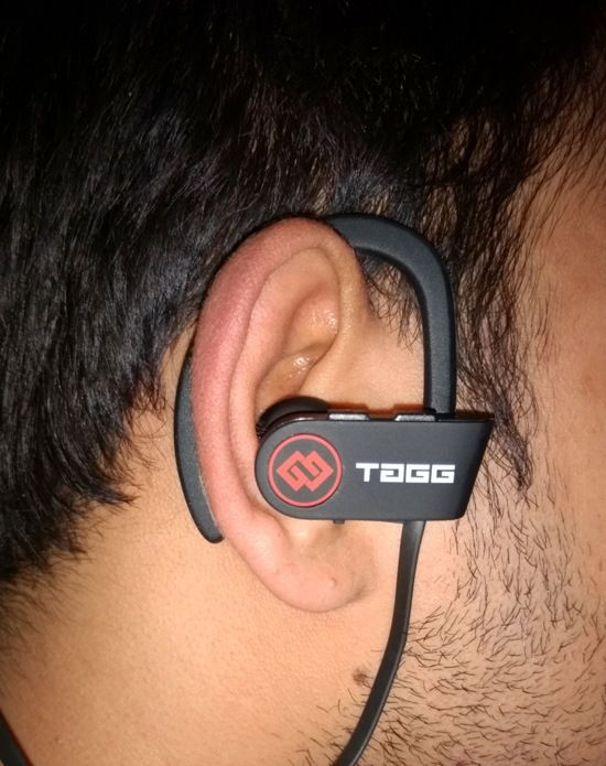 TAGG Inferno is a must have Bluetooth headphone for music buffs. 4Com Technologies has done a great job by providing awesome features like noise cancellation, sweat resistance, weightless and sleek design.