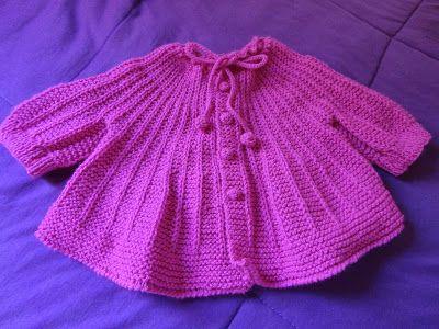 Este casaquinho comecei pela pala.  É para bebê até 3 meses.  Os botões, fiz em crochê.   Assistam os vídeos onde mostro como fazer este ...
