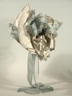 artofmini.com-poppenhuis-hat-hoed-victorian-victoriaans-poppenhuis-miniature-miniatuur-doll-dolls-house-puppenhaus-maison-de-poupee