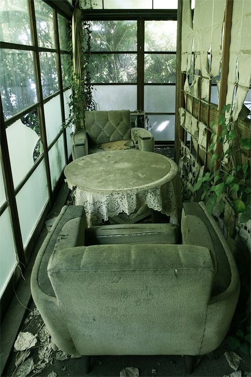 abandoned traditional Japanese restaurant 廃料亭M : 20年間以上放置されたままの、結婚式場・旅館を兼ねた巨大な料亭の廃墟。