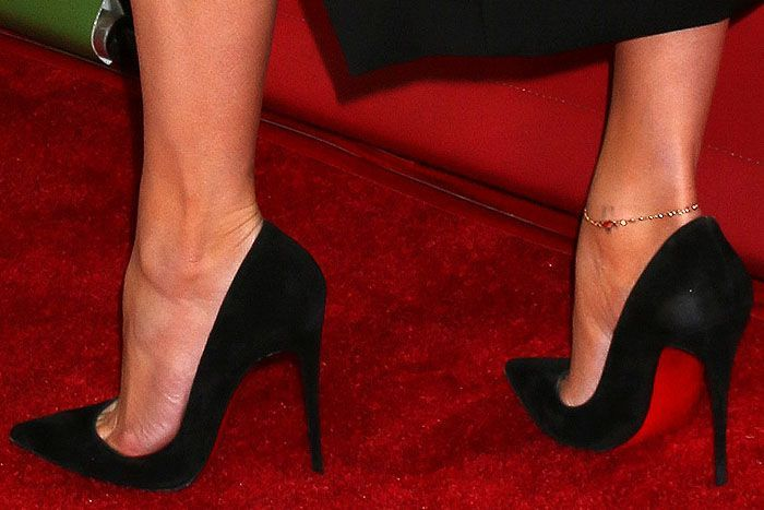 reputable site 4ea66 071d6 Christian Louboutin So Kate pumps in black suede on Jennifer ...
