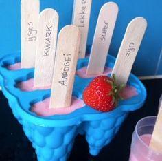 Afgelopen week maakten we deze ijsjes, gezond en lekker!  Mix de volgende ingredienten in een blender,...