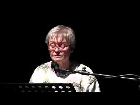 IL VICARIO di Rolf Hochhuth, adattamento e regia di Rosario Tedesco, 2016. La Pastora Nora Foeth, legge la lettera della Ragazza di Ostia