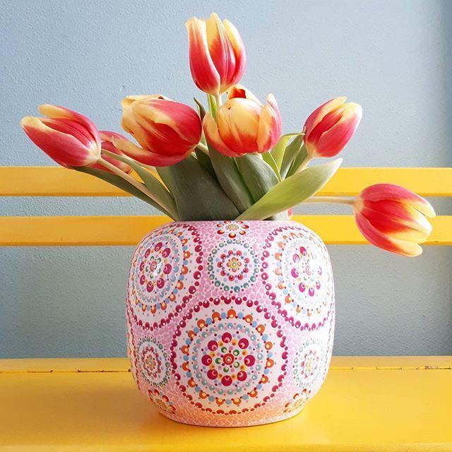 Die gratis tulpen van #lidl doen het nog steeds prachtig! PS de aanmeldingen voor de mini workshops #Stipstijl bij @creativelifenl gaan hard!