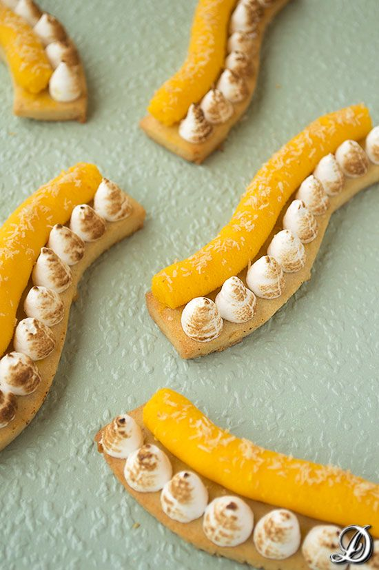 Sablè coffee almonds and pepper Nkanifi, with white chocolate ganache and carrot, with flaked of coconut meringue