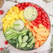 Поднос с овощами