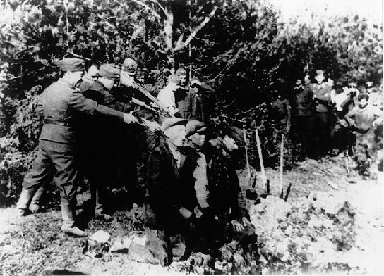 Einsatz executioners in the act of the murder of innocent civilian jews.