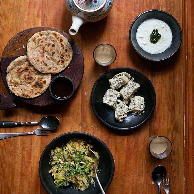 Завтраки дома: Индийская каша упма слепёшками и паниром.