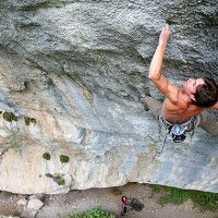 Alexandre Chabot climbing a 9a route in Les Gorges du Loup