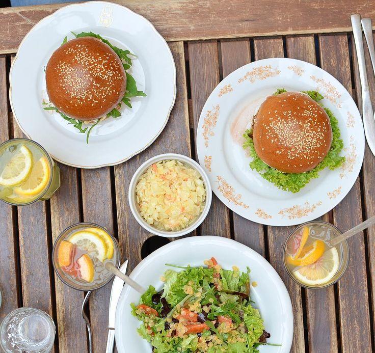 Dneska jsme chtěly jít na něco zdravého.. a skončily v Dishi 😬🤤#hladovatrojka #jsmehladove #praguefood #dishburger #dish #dirty #burgers #instafood #praha2 #burgervpraze #dishprague