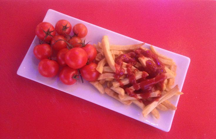 Il tomato Ketchup è un prodotto a base di pomodoro, olio extravergine di oliva, aceto, zucchero, spezie. Fatto in casa è ancora più buono!