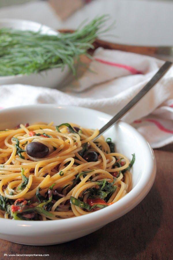 Spaghetti agretti, olive e pomodori secchi