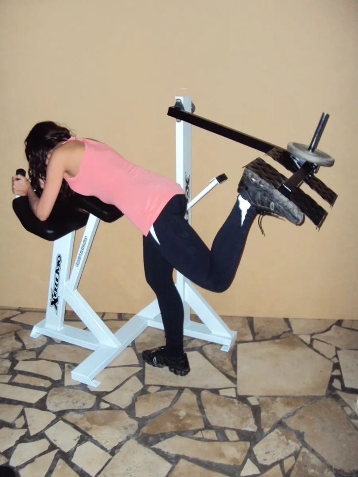 Maquina patada de gluteos equipamiento xtremo equipo for Aparatos de ejercicio