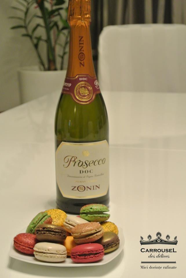Să sărbătorim cu macarons! http://carrousel.ro/