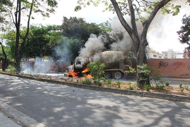 Camión mezclador de cemento en llamas #21A