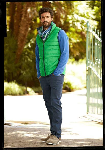 Zelená vesta zahřeje během jarních ochlazení